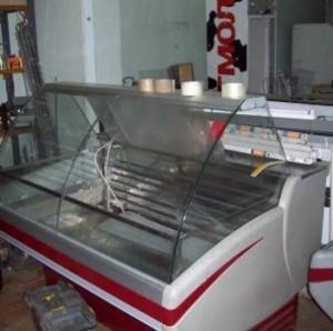 Распродажа торгового холодильного оборудования на фото