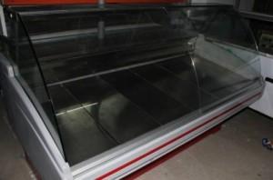 На фото комплектация торговых точек холодильниками