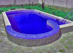 Это бассейн маленько попроще - открытый капитальный бассейн на даче